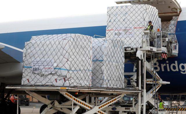 Letalske družbe pričakujejo, da bodo upad potnikov delno nadomestile s tovorom. FOTO: Charles Platiau/Reuters
