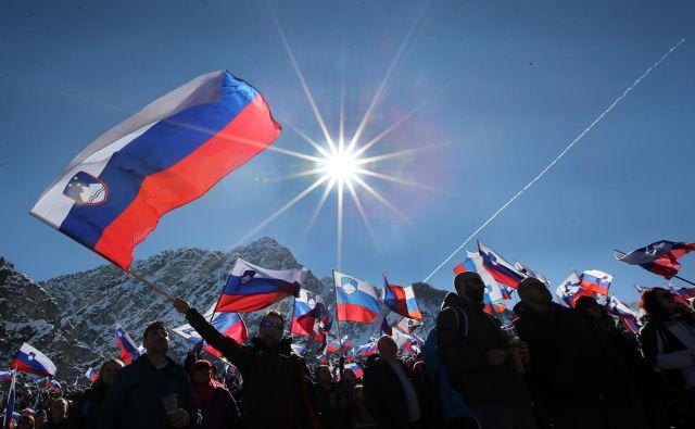 Veliko razlogov za ponos imamo Slovenci, naši športniki in Planica so med njimi, a ugled urejene družbe, katere člani resno jemljemo svoje obveznosti, je kapital, ki ga ne gre po nemarnem zapraviti. Foto Tomi Lombar/delo Lombar Tomi
