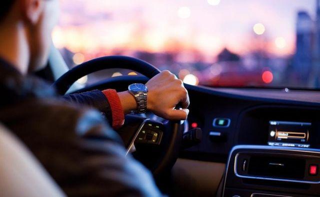 Dober voznik ni tisti, ki se dobro znajde v nevarnih situacijah, temveč tisti, ki se jim zna izogniti in jih preprečiti. FOTO: Pexels