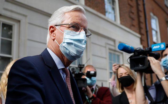 V London se je danes zaključil najnovejši krog trgovinskih pogajanj med EU in Združenim kraljestvom, na katerem je sodeloval tudi Michel Barnier, glavni pogajalec evropske komisije. Foto: Tolga Akme/Afp