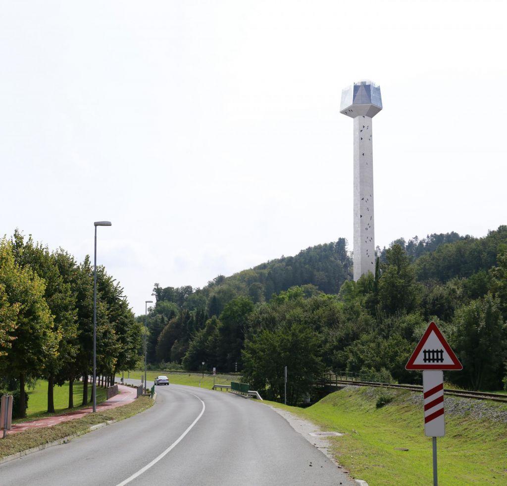 Za referendum o stolpu potrebujejo 500 podpisov