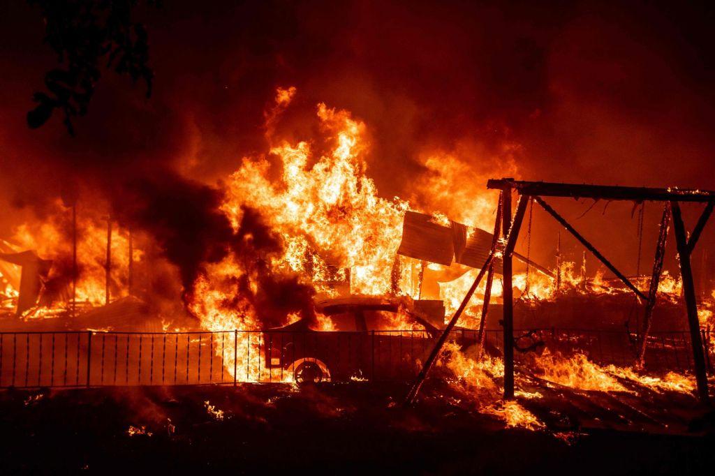 FOTO:Ognjeni pekel se širi iz Kalifornije