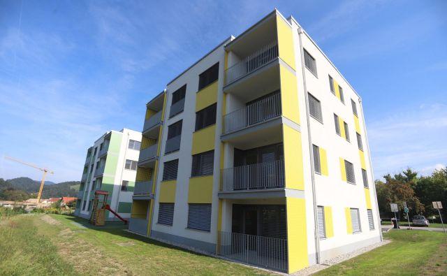 Mlade družine se bodo v nova stanovanja lahko vselile že novembra. FOTO: Jurij Vodušek