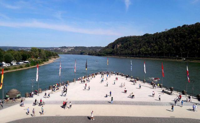 Sotočje rek Ren in Mozela v Koblenzu vsako leto obišče dva milijona ljudi.