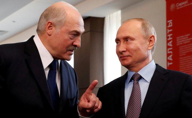 Beloruski predsednik Aleksander Lukašenko je odletel na obisk k svojemu ruskemu kolegu Vladimirju Putinu. FOTO:Sergei Chirikov/Reuters