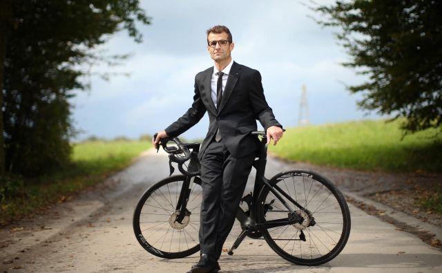 Andrej Hauptman, eden od direktorjev kolesarke ekipe UAE Team Emirates in selektor slovenske članske kolesarske reprezentance, gre iz tekmovanja v tekmovanje. FOTO: Jure Eržen/Delo