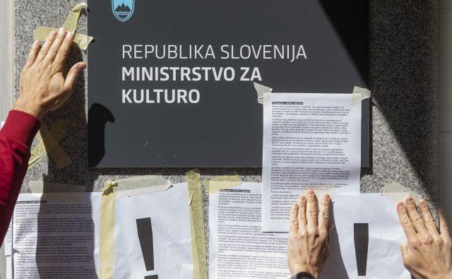 Kulturniki so pred ministrstvom že izvedli tudi več protestnih shodov. FOTO: Voranc Vogel/Delo