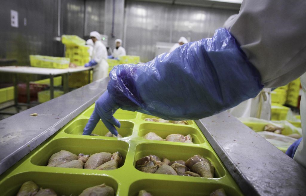 Obolelih in v karanteni petina delavcev