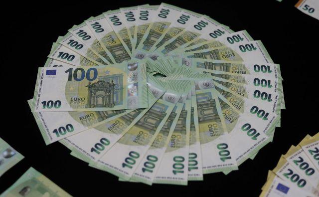 Pri sumu o pranju denarja na uradu pogosto predvidevajo, da denar izvira iz goljufije. Foto Vidic Leon