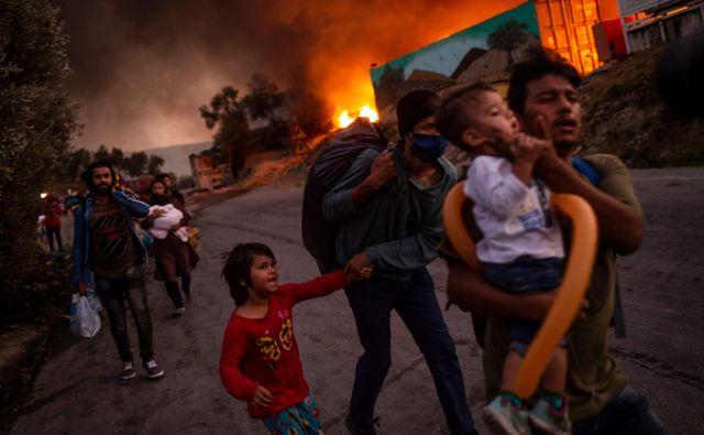 Tragedija v taborišču Moria na grškem Lezbosu je še ena posledica odsotnosti evropske migracijske politike. FOTO: Angelos Tzortzinis/AFP