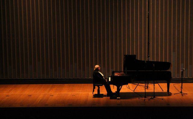 Počasni tempi Grigorija Sokolova<strong></strong>razpirajo prostor za redko slišano paleto klavirskih barv.Foto Cankarjev dom