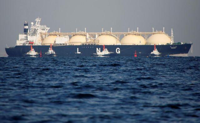 Prevoz zemeljskega plina v utekočinjeni obliki (LNG) je tudi cenovno vse bolj konkurenčen preskrbi prek plinovodov. FOTO: Issei Kato/Reuters