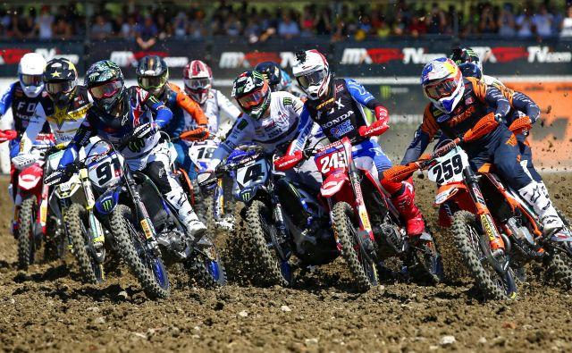 Timu Gajserju (št. 243) se ponuja imenitna priložnost, da se konec tedna vrne na vrhu v skupnem seštevku svetovnega prvenstva v motokrsouv razredu MXGP. FOTO: Matej Družnik/Delo