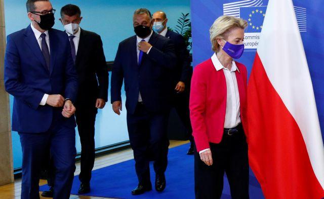 Predsednica evropske komisije Ursula von der Leyen je v Bruslju gostila predsednike vlad Poljske, Madžarske in Češke – Mateusza Morawieckega, Viktorja Orbána in Andreja Babiša. FOTO: Francois Lenoir/Reuters