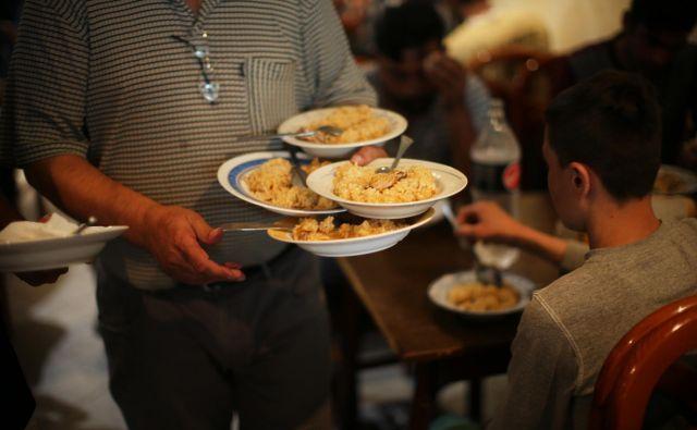 Dobrih primerov zmanjševanja ostankov hrane je tudi v Sloveniji na pretek, inovativnosti ne manjka, presežkov hrane pa tudi ne. FOTO: Jure Eržen
