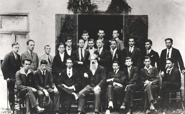 Udeleženci prve umetniške razstave v Novem mestu leta 1920 Foto Gvido Dolenc/Knjižnica Mirana Jarca Novo mesto
