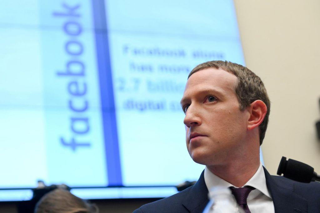 Facebookovi nadzorniki, testiranje Oriona in novi emotikoni