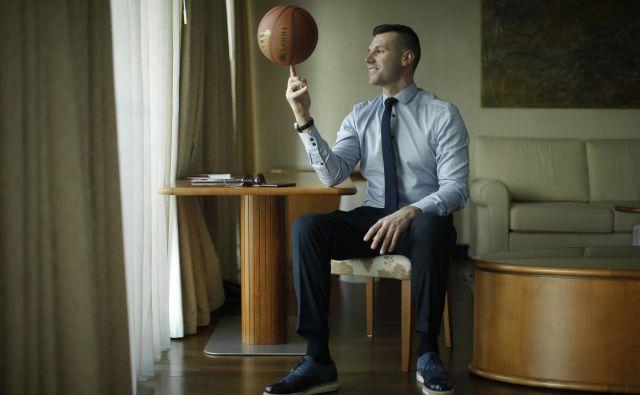 Sani Bečirovič je dolga leta vešče vrtel žogo in tekmece na vrhunski klubski in reprezentančni ravni, zdaj je drugo leto športni direktor Cedevite Olimpije. FOTO: Jure Eržen/Delo
