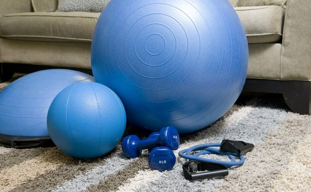 Fitnes si ustvarite kar doma in telovadite takrat, ko otrok spi. FOTO: Hervis