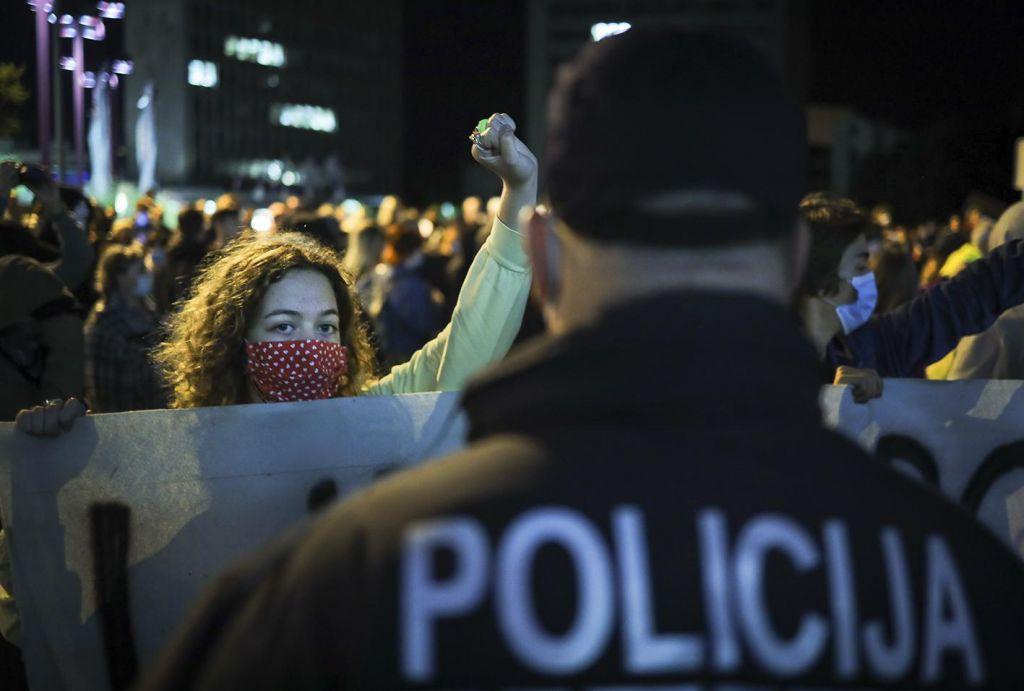 FOTO:Deževno vreme ni ustavilo protestnikov, na shodu zopet Gale