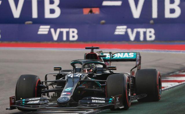 Tudi v Sočiju je Lewis Hamilton napovedal izjemno predstavo. FOTO: Maksim Šemetov/AFP