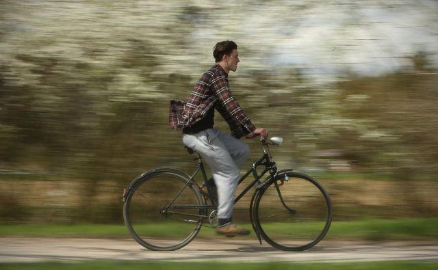 Predrznost je seveda povezana s pogostim kršenjem prometnih pravil, kar je po moji oceni za najmanj 50 odstotkov kolesarjev »mala malica«, za nekatere pa kar adrenalinski šport. FOTO: Jure Eržen/Delo