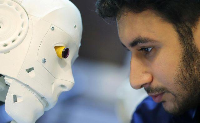 Zgodovina kaže, da ljudje na začetku pogosto ne marajo tehnoloških novosti, vendar jih nato sprejmejo. FOTO: Mohamed Abd El Ghany Reuters
