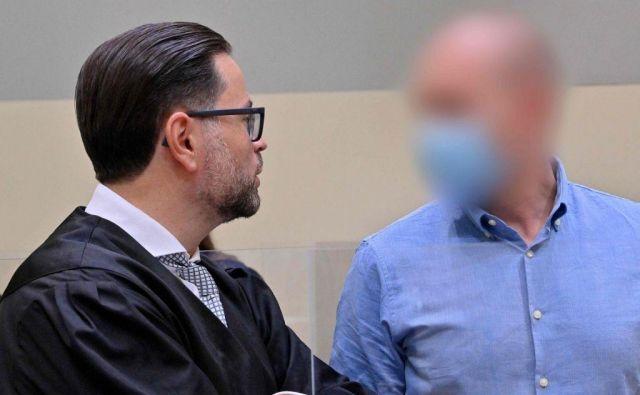 Nemški zdravnik Mark Schmidt (desno) je bil na zaslišanjih zelo kooperativen in je zaupal stvari, ki so pospešile preiskavo. FOTO: Peter Kneffel/AFP