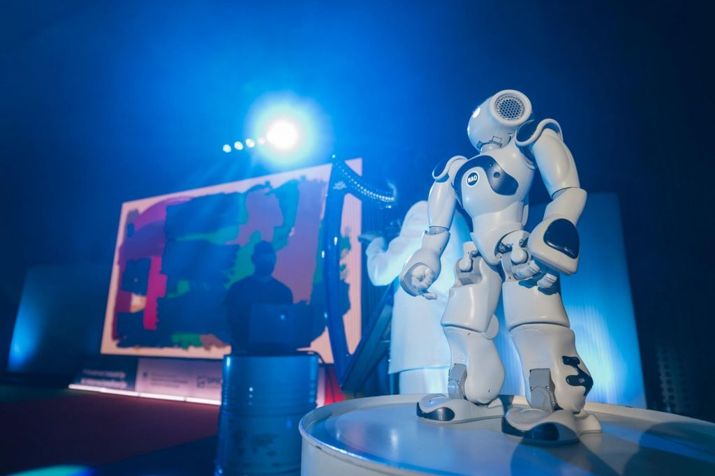 FOTO:Moč misli premika robotsko roko, letalo in – Evo