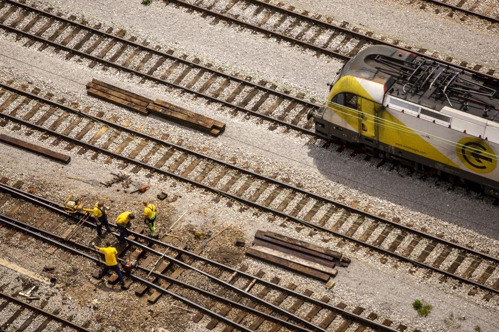 2TDK – dejanska dvotirna železnica, veliko cenejša