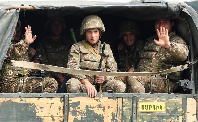 Oboroženi spopadi so se v Gorskem Karabahu znova začeli ta konec tedna. FOTO: Narek Aleksanyan/AFP