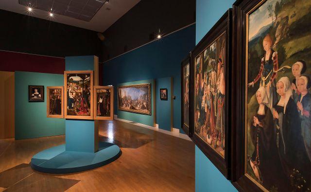 Med 46 deli prevladujejo slike, ob njih so na ogled še trije kipi in dva izdelka umetne obrti. Fotografiji Narodna galerija