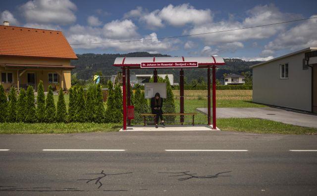 Dvojezične table v okolici Celovca. Foto: Voranc Vogel/delo
