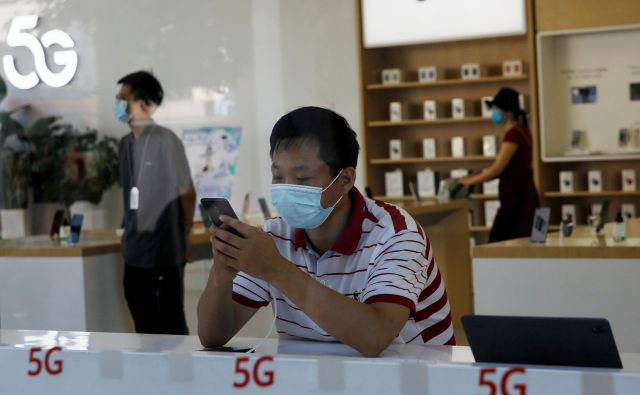 Tehnologija 5G je najpomebnejši trend, ki ga lovijo telekomunikacijski operateriji. FOTO: Tingshu Wang/Reuters