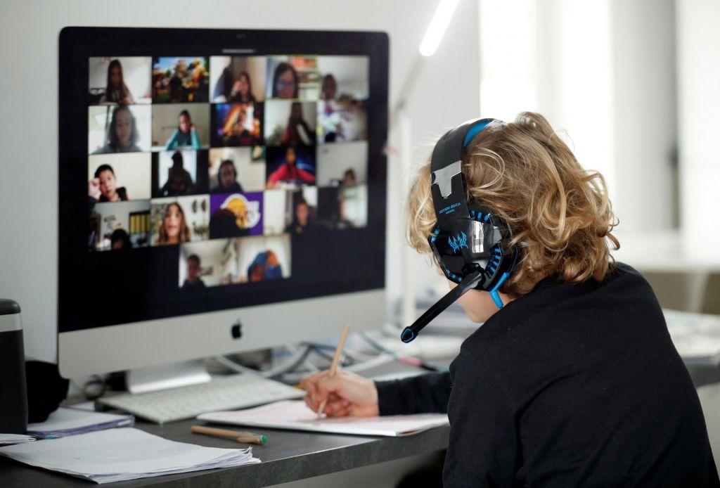 Spletne povezave, otroci in ljubljenčki krojijo razgovore
