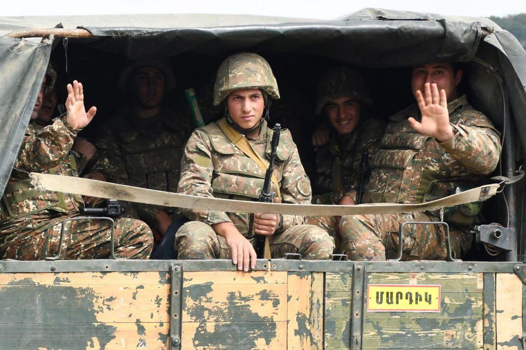 Armenija in Azerbajdžan zavračata pogovore o prekinitvi spopadov