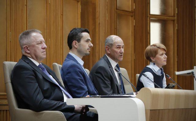 Predsednik vlade Janez Janšaje v državni zbor poslal predlog za razrešitev kmetijske ministrice Aleksandre Pivec. FOTO: Jure Eržen/Delo