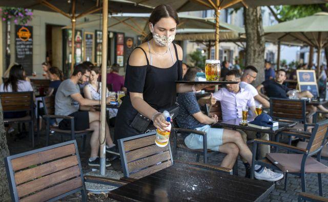 Epidemija je gostinstvo znižala plače in zmanjšala število zaposlenih. Foto: Voranc Vogel/Delo