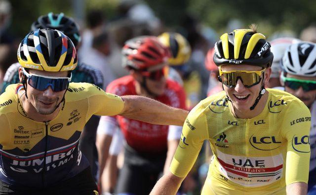 Primož Roglič (levo) in Tadej Pogačar poskušata slovensko prevlado z etapnih dirk prenesti še na enodnevne. FOTO: Kenzo Tribouillard/AFP