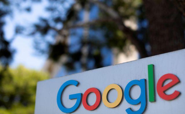 V okviru Google News Showcase bo internetni velikan bralcem omogočil dostop do sicer zaklenjenih oziroma plačljivih člankov na medijskih spletnih straneh. FOTO: Mike Blake/Reuters