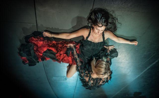 Režiserka Yulia Roschina je poudarila, da se uprizoritev osredotoča na žrtve nasilja – Bernardine hčerke in njihovo notranjo moč. FOTO: Jaka Varmuž