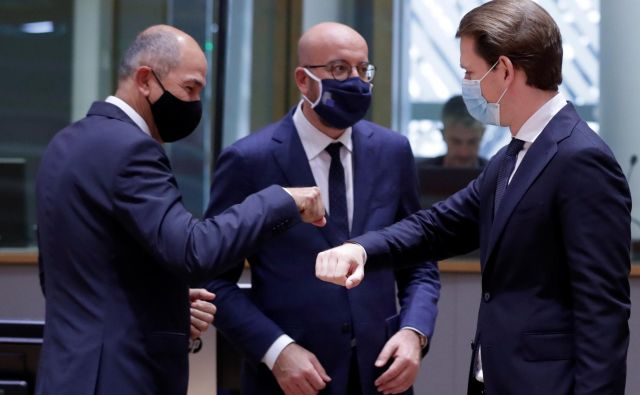 Tudi vrh EU je v znamenju zaščite proti covidu-19. FOTO: Olivier Hoslet/Reuters