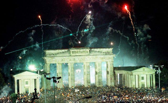 Množice v Berlinu ob združitvi Nemčij 3. oktobra 1990<br /> Foto Wolfgang Rattay/Reuters