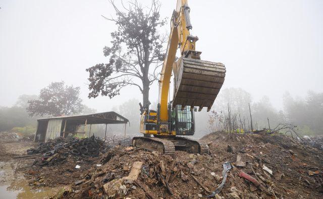 Na občini pravijo, da bodo v celoti očistili del, katerega lastniki so. Foto Jože Suhadolnik