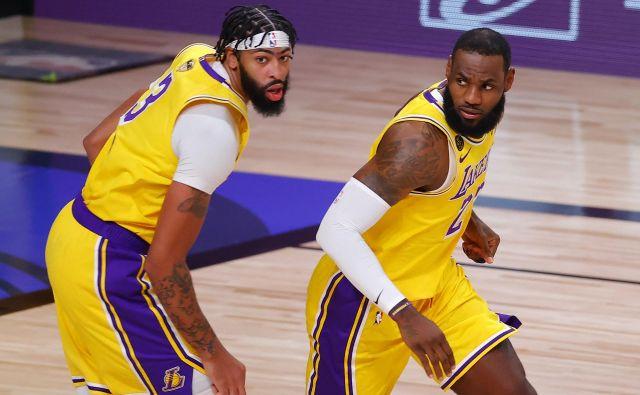 Anthony Davis (levo) in LeBron James (desno) sta nerešljiva uganka za vse tekmece. FOTO: Kevin C. Cox/AFP