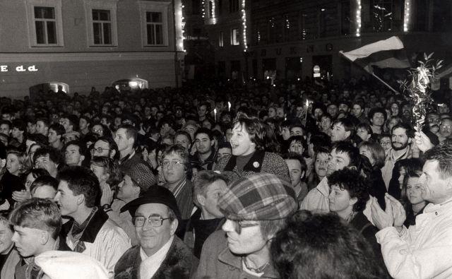 Slavje po plebiscitu o osamosvojitvi. FOTO:Joco Žnidaršič/Delo