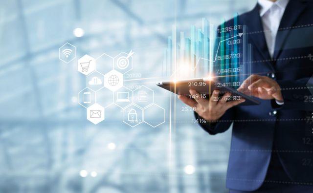 Podjetja se lahko do sredine 2023 prijavijo na razpis za oceno stopnje digitalne zrelosti. FOTO: Shutterstock