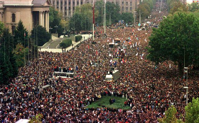 Protestni shodi proti Miloševiću so vrhunec dosegli 5. oktobra 2000 v Beogradu z več kot pol milijona protestniki iz vse države.<br /> Foto Stringer/Reuters