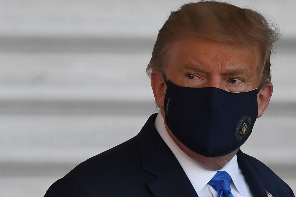 FOTO:Donalda Trumpa so sprejeli v bolnišnico