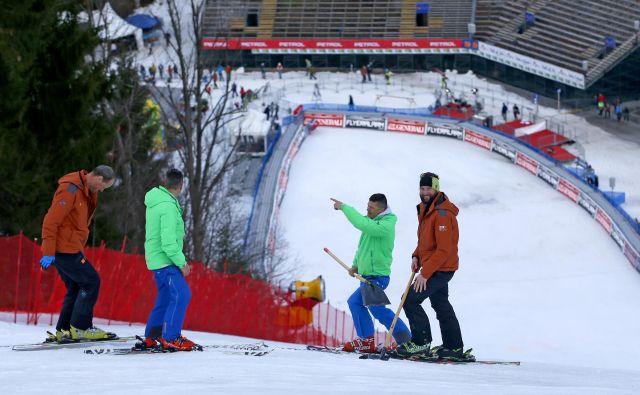 Kranjska Gora z vitranško strmino (na fotografiji) ter Maribor s pohorsko sta tudi v novi tekmovalni sezoni v svetovnem pokalu alpskega smučanja na koledarju Mednarodne smučarske zveze. FOTO: Matej Družnik/Delo